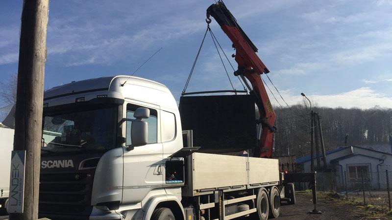 Naše nákladné vozidlo s hydraulickou rukou